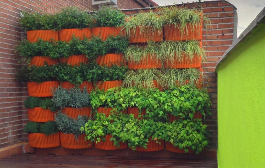 Dise o y decoraci n jardines peque os un jardin para mi for Jardines verticales con madera