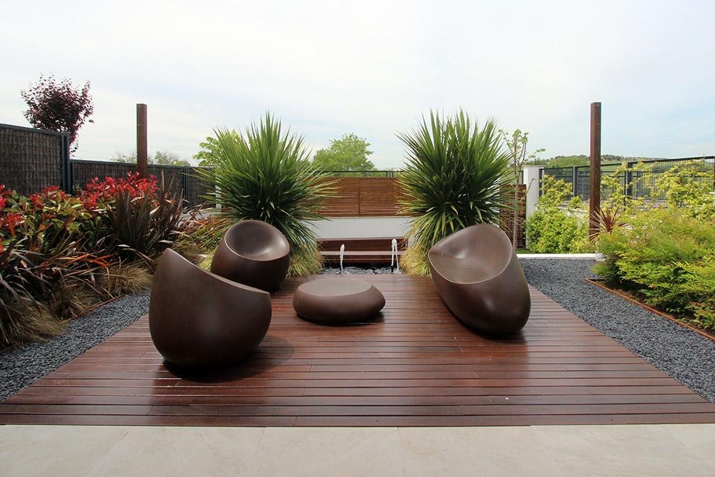 Jard n en dos niveles un jardin para mi - Paisajismo jardines exteriores ...