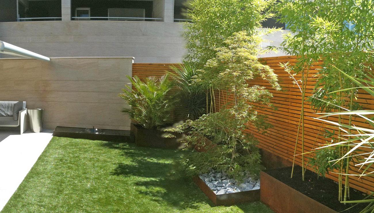 Dise o y decoraci n jardines peque os un jardin para mi for Arbolitos para jardines pequenos