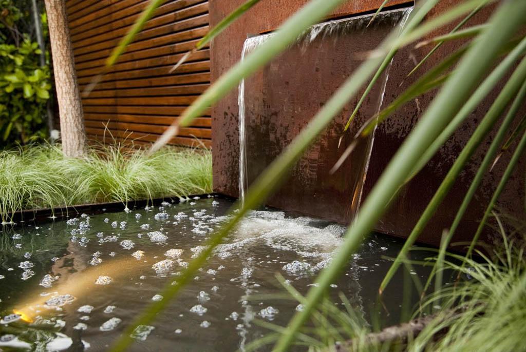 Fuente acero corten un jardin para mi for Jardines con fuentes y pequenos estanques