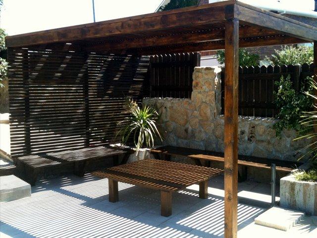 Conjunto mesa banco y p rgola un jardin para mi for Mesa banco madera jardin