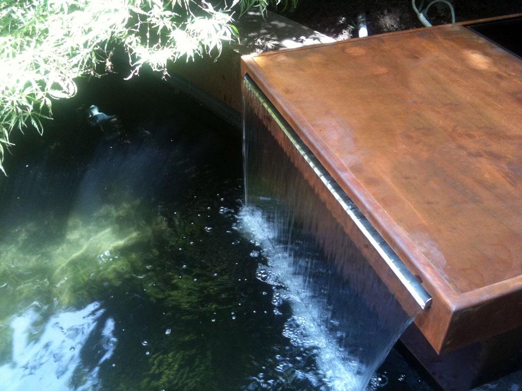 Cascada para estanque en corten un jardin para mi for Imagenes de estanques para ninos