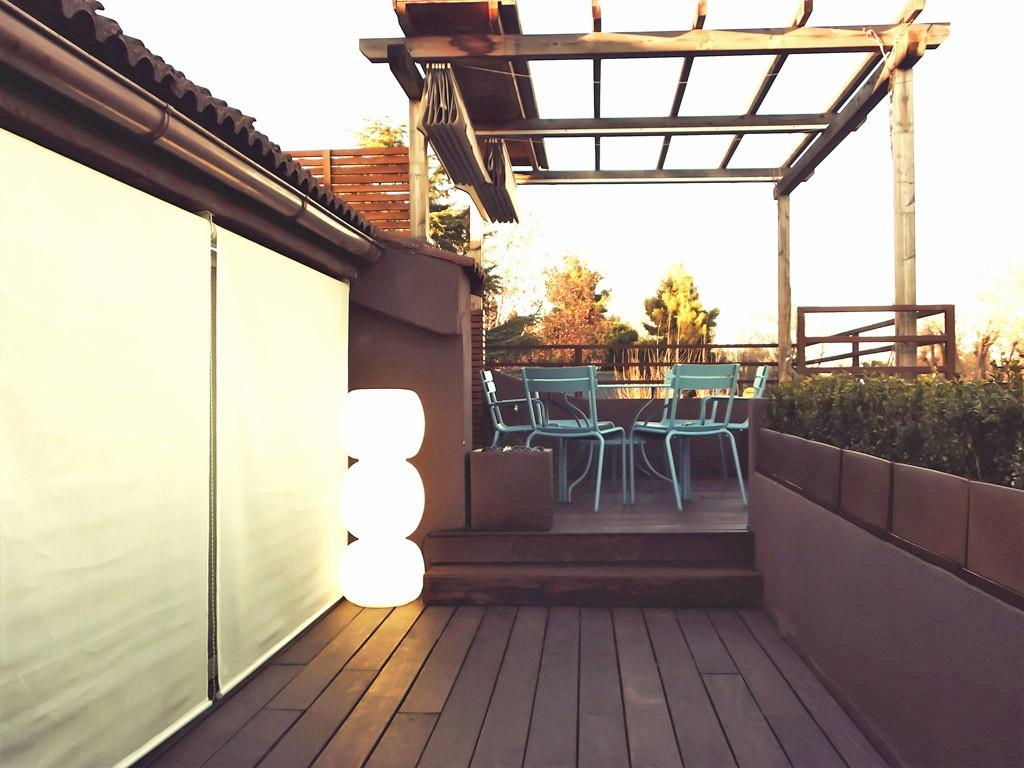Dise o de terrazas y ticos decoraci n de terrazas - Pergola terraza atico ...