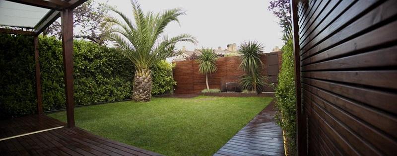 Dise ar un jardin peque o con cesped artificial casa dise o for Diseno de jardin