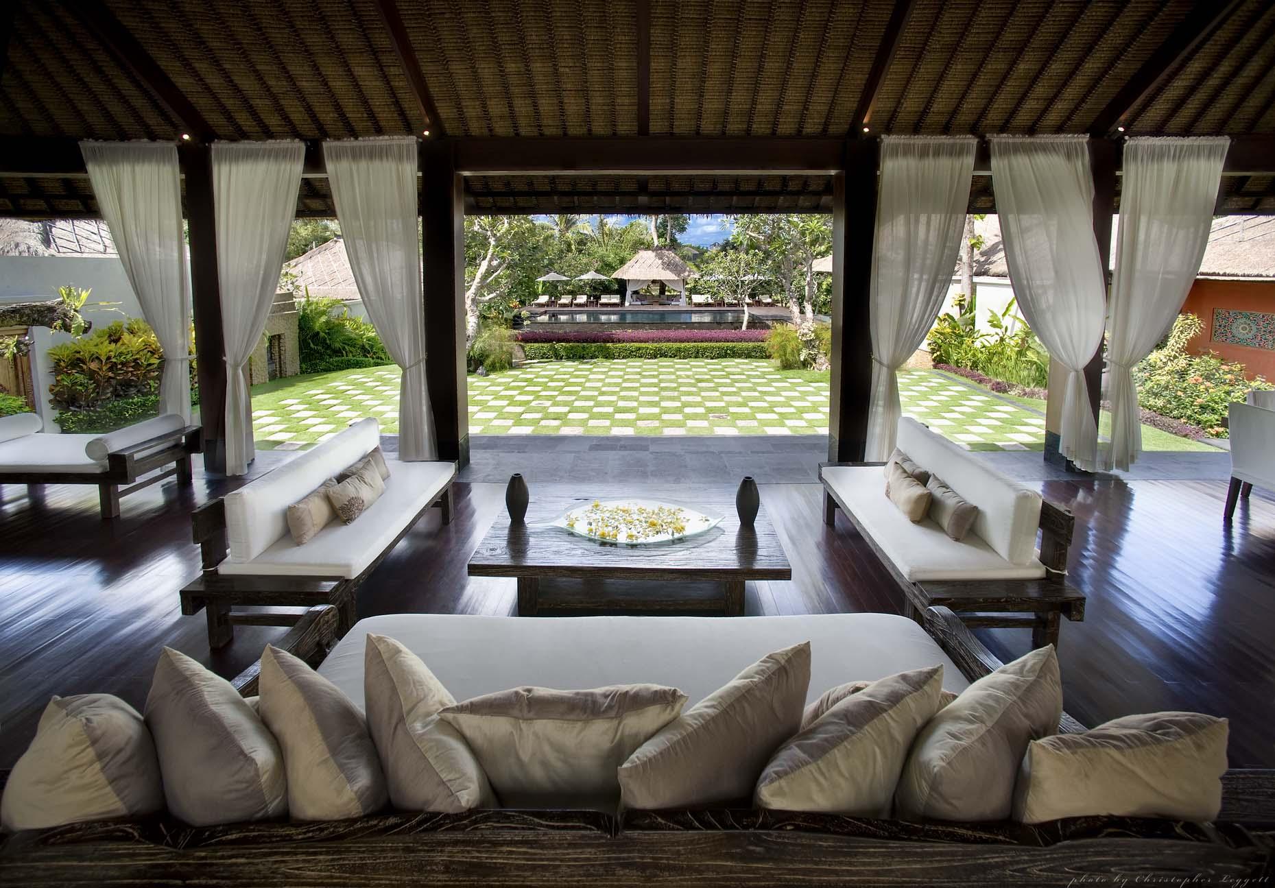 Quali mobili non dovrebbero mancare nel tuo giardino questa estate