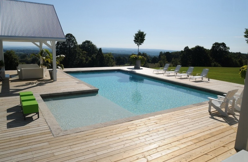 Pool House Y Salones De Jard 237 N