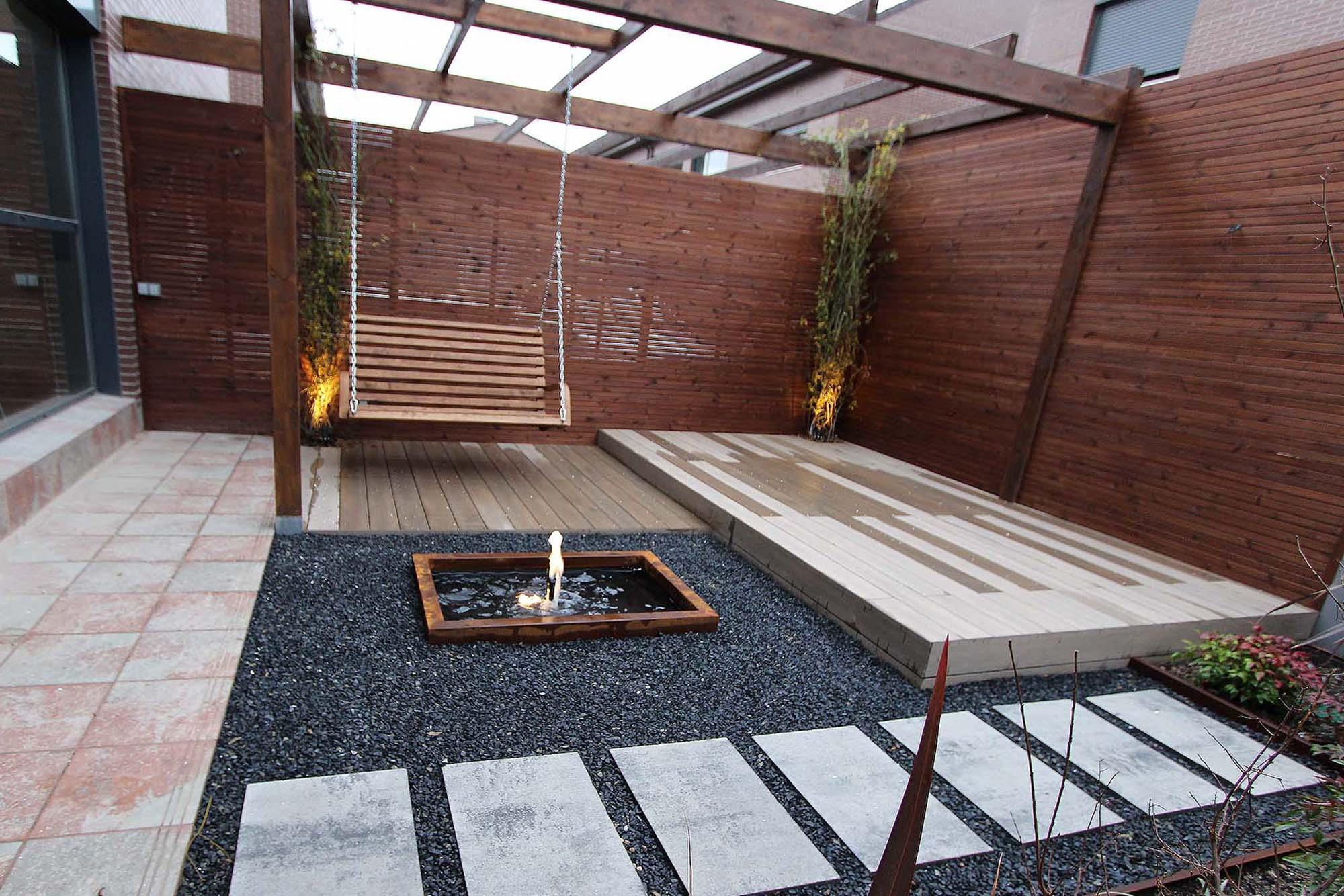 Patio intimista en 30 metros un jardin para mi - Disenos de patios ...