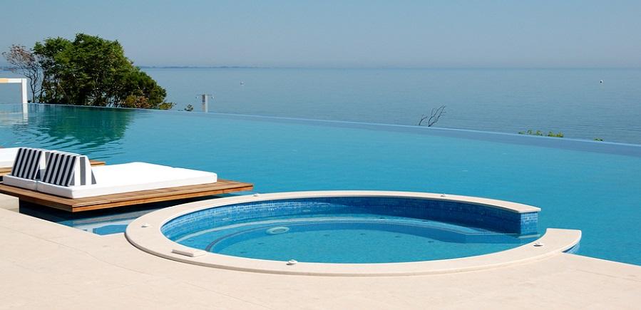 Diseño piscina con jacuzzi