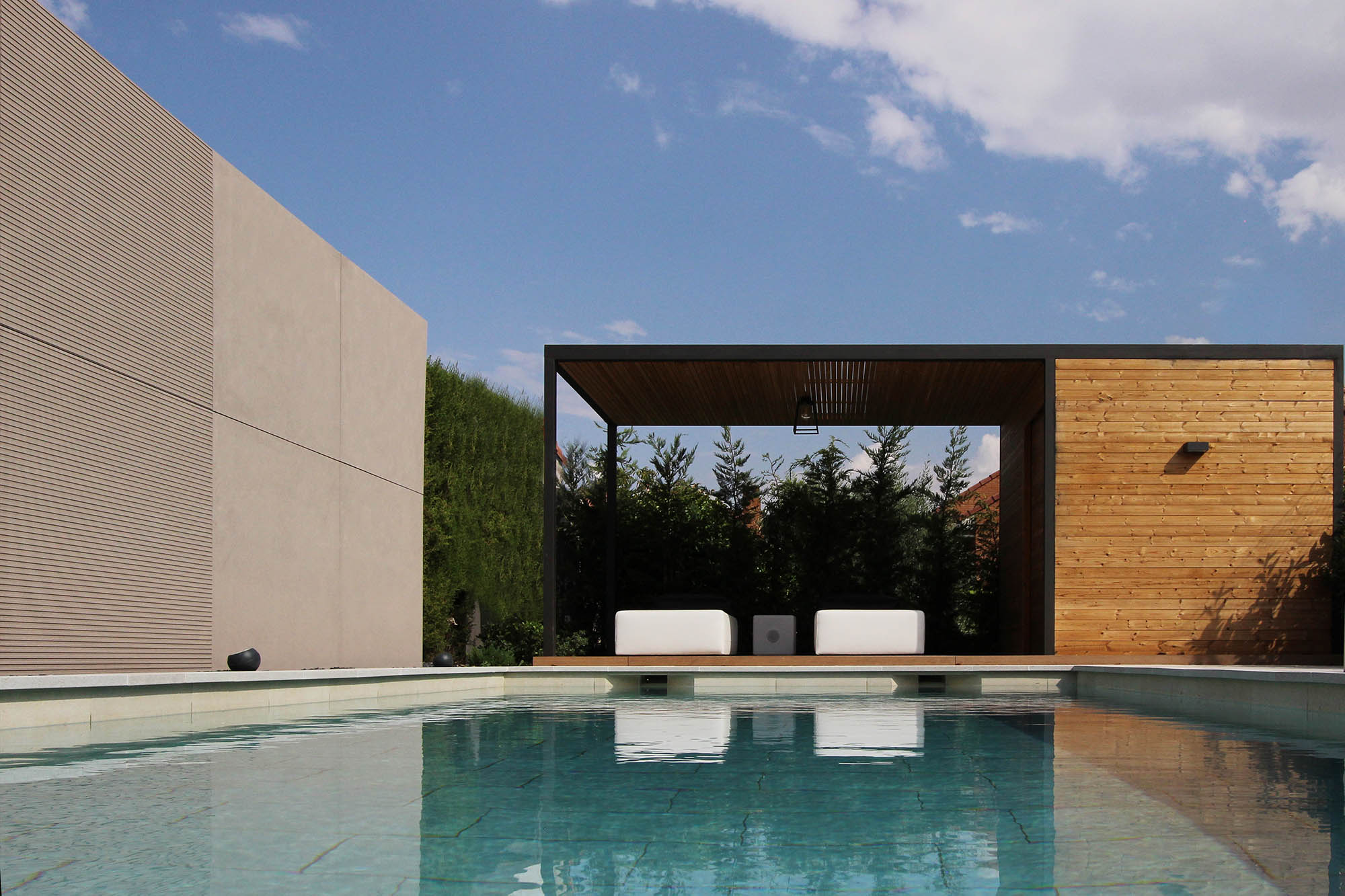 PISCINA INTEGRADA Y POOLHOUSE