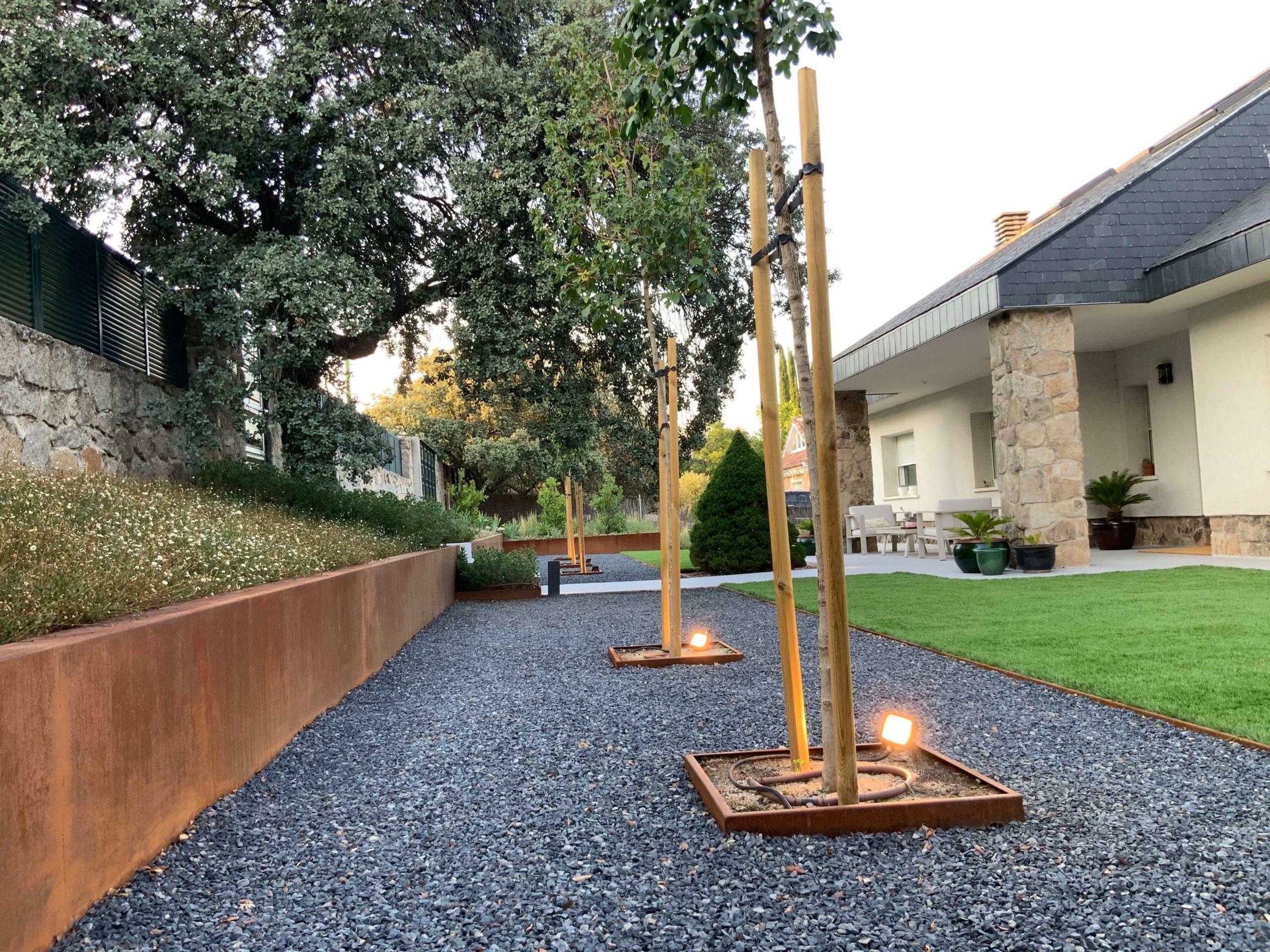 iluminacion jardin otoño